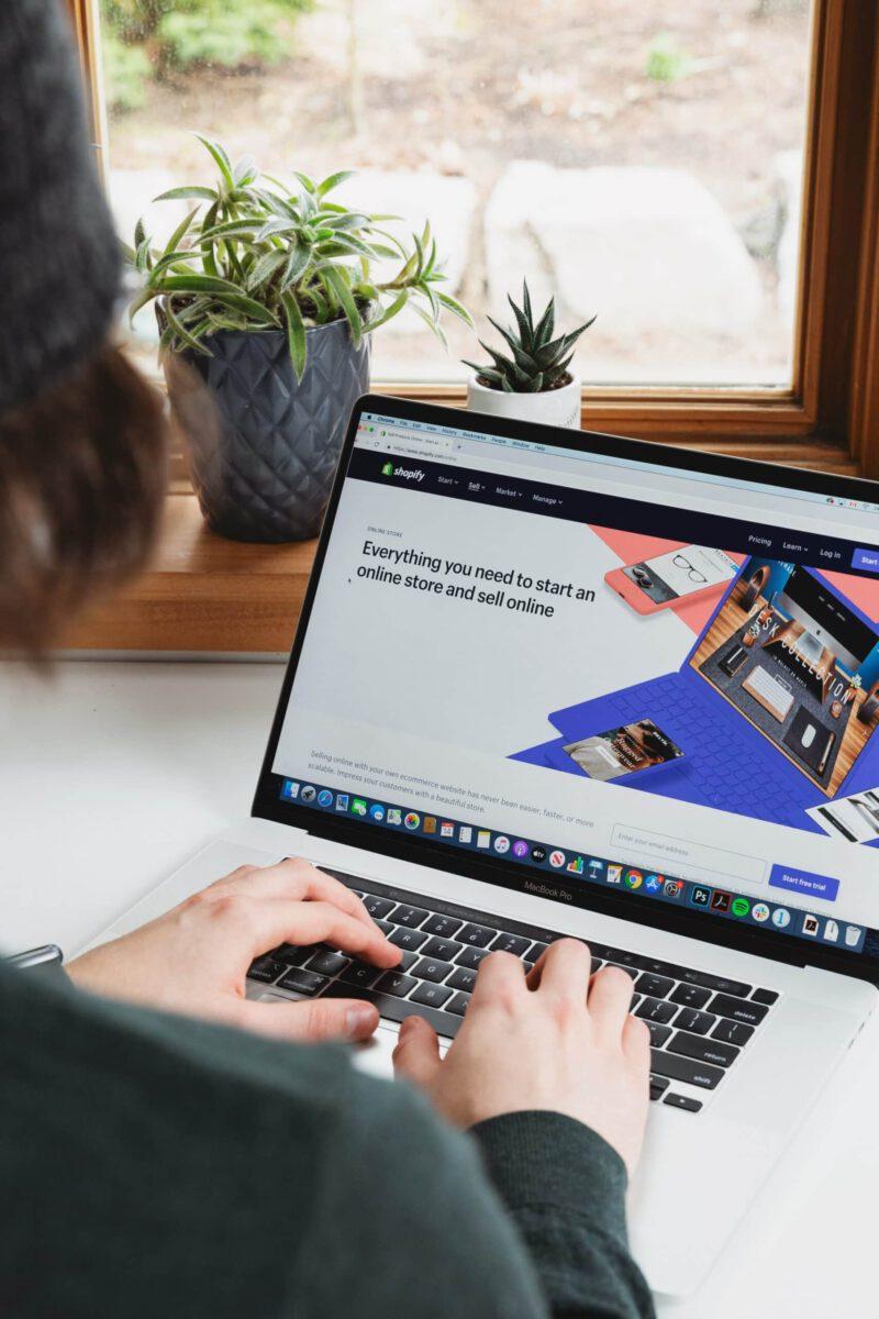 Jest Allegro, jest Amazon – po co Ci własny sklep internetowy?