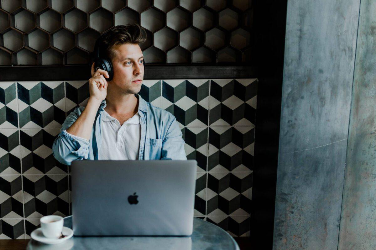 Podcasty o e-commerce, których warto słuchać
