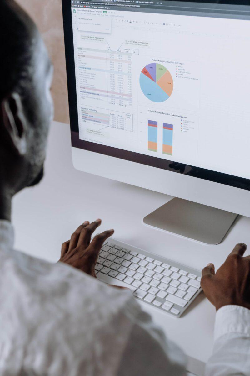 Jak filtrować dane w Google Analytics?