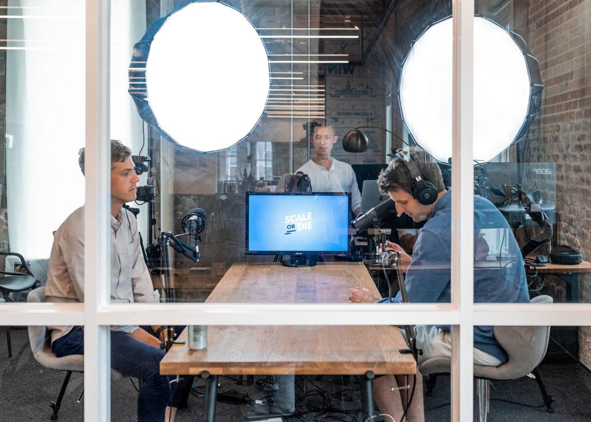 Co to jest webinar i czym różni się od wideokonferencji?